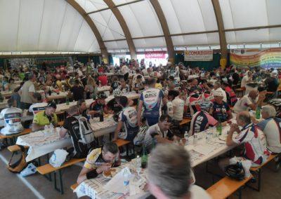 La folla affamata al pasta party