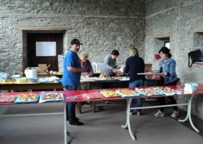 Il bellissimo ristoro ad Abeto(FC): la preparazione prima del arrivo dei ciclisti
